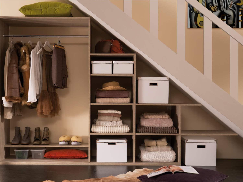 Placard sous escalier : un rangement discret et pratique